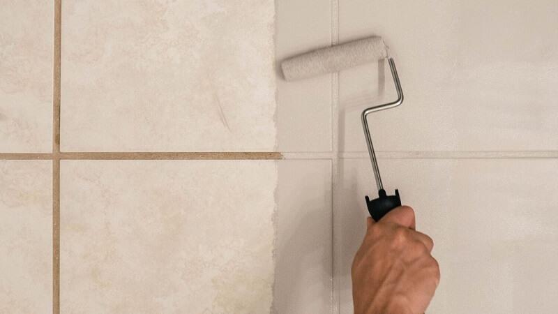 Cómo pintar azulejos del baño